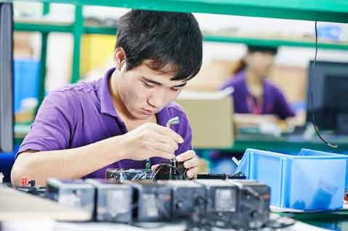 Manufacturing in China Eases Slightly in April