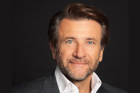 Shark Tank's Herjavec Brings Advice and Laughter to Chicago Keynote